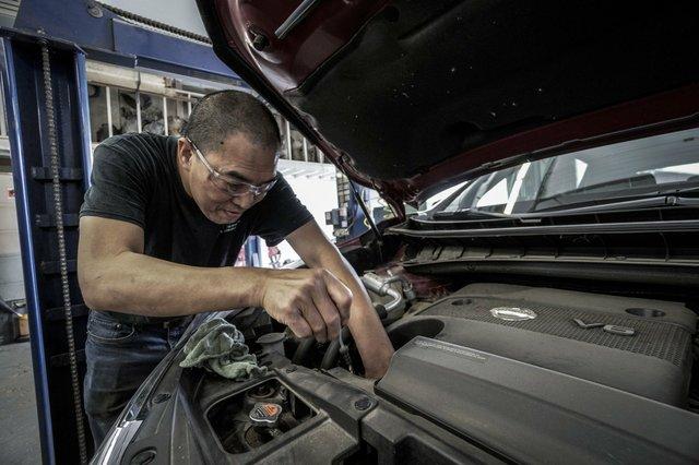 auto-repair-3691962_1920.jpg