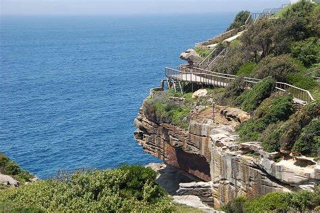RH_ocean_cliff-walk