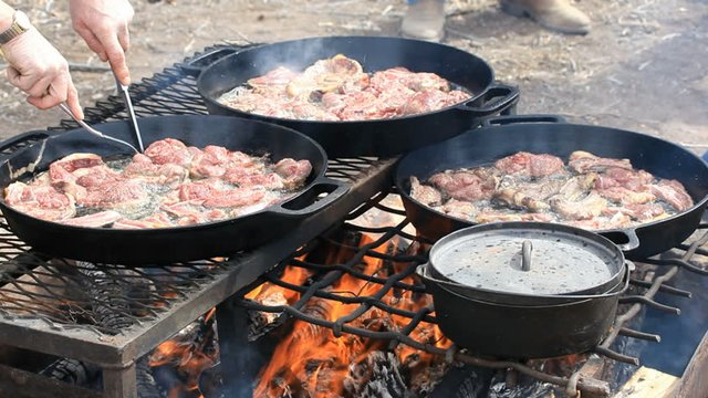 Cast_iron_cooking