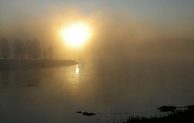 Yellowstone_River_Sunrise