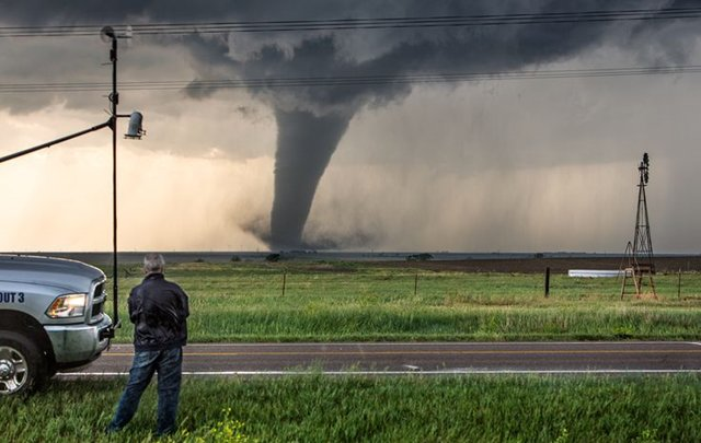 Storm_chaser
